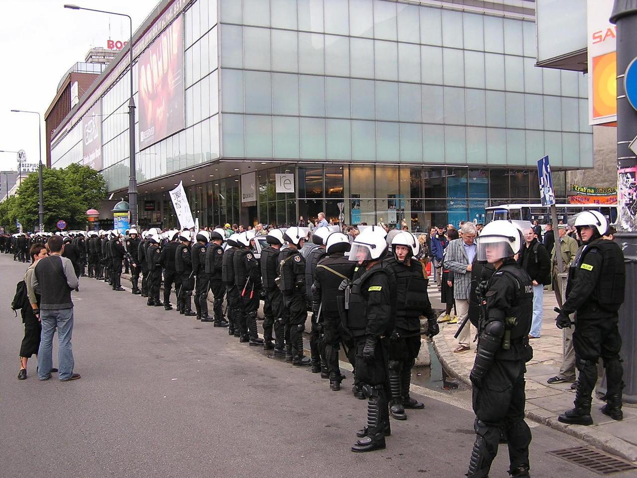 Współpraca z policją i służbami